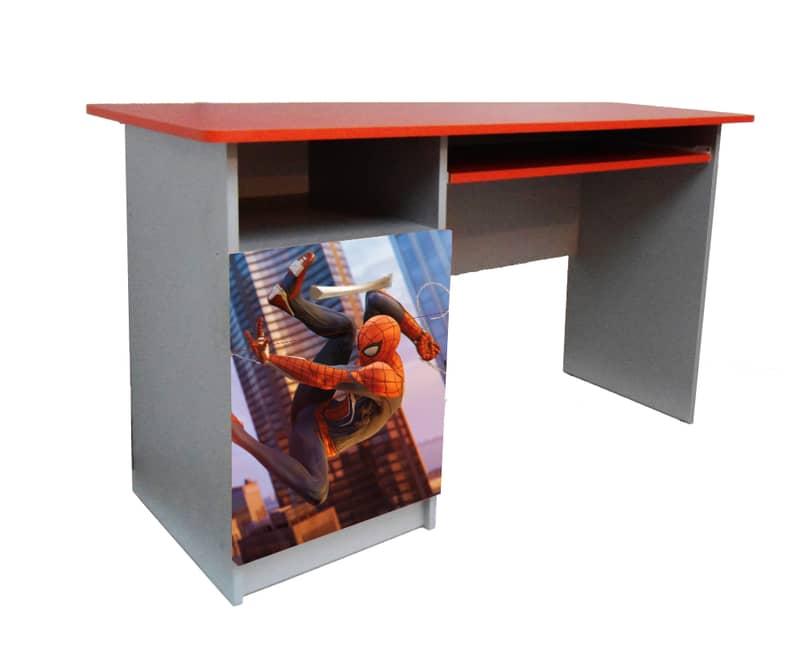 красный письменный стол спайдермен