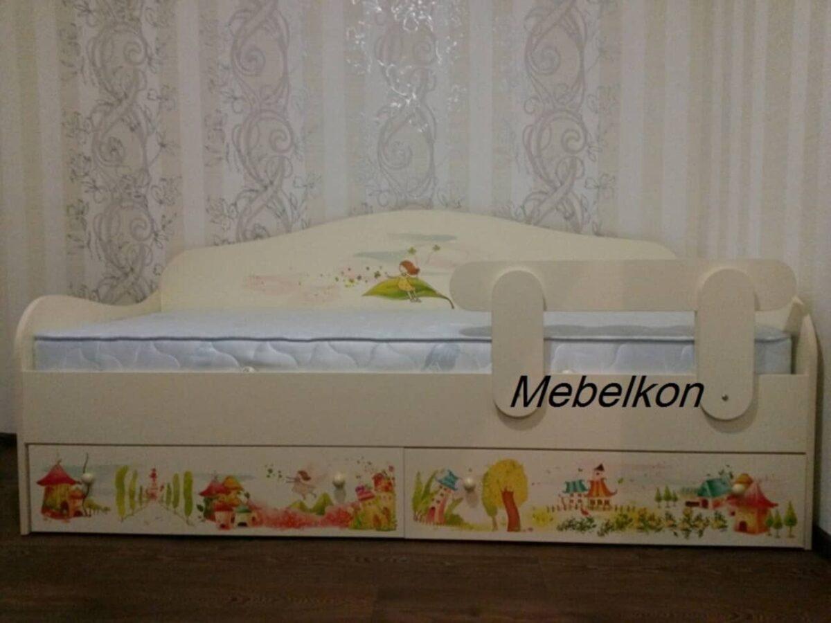кровать с рисунком и бортиком