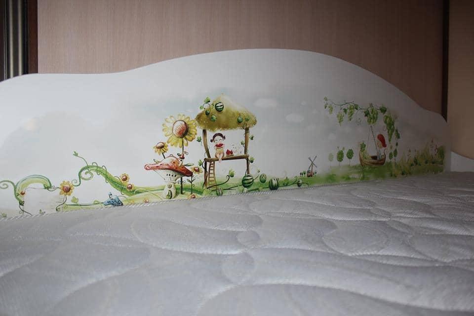 рисунок на кровать диванчик