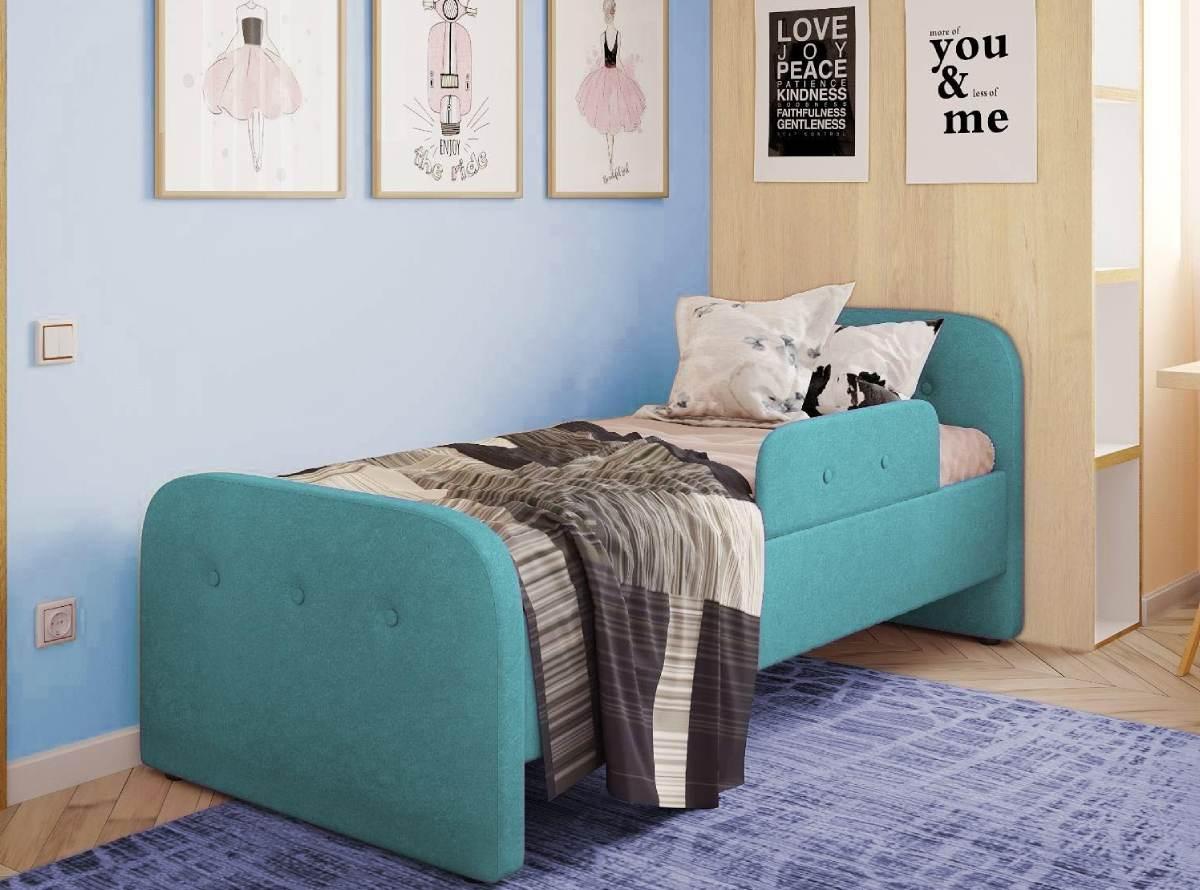 детская кровать тедди голубая в комнате
