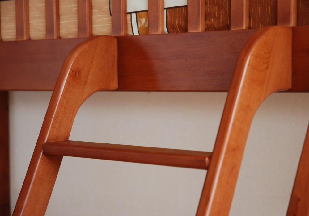 двухъярусная кровать юлия лестница