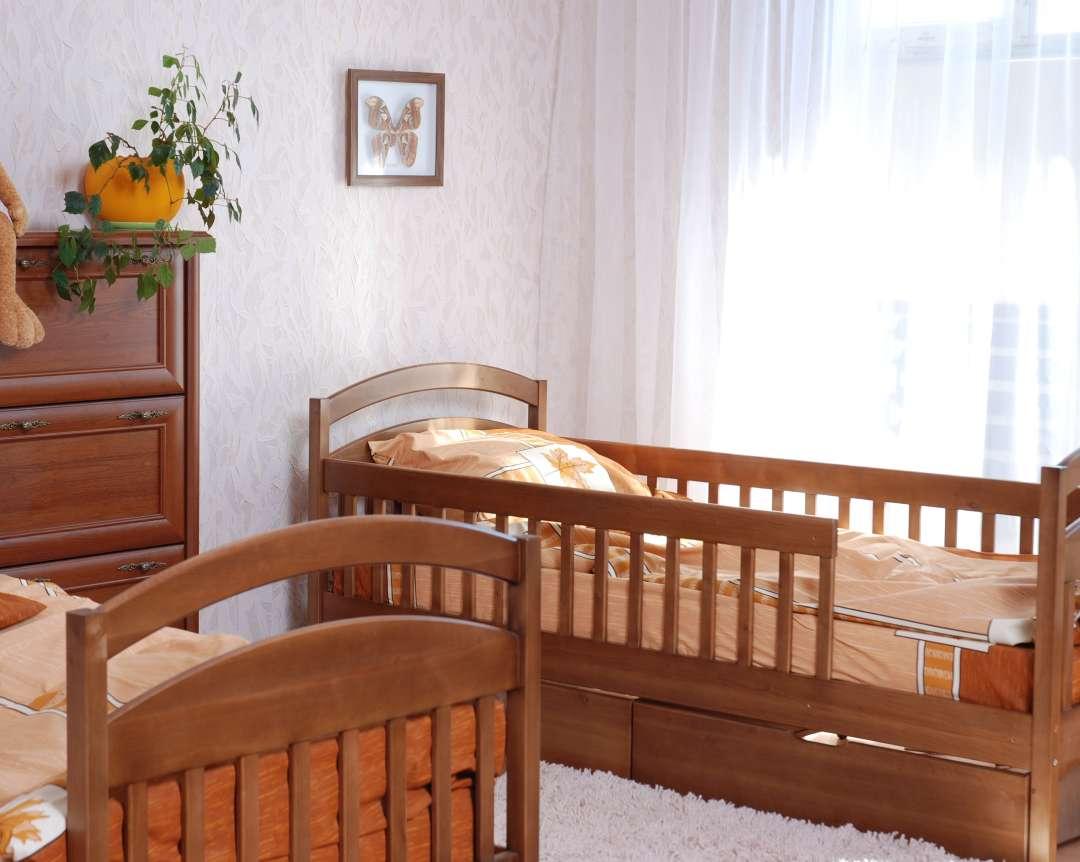 детская кровать арина с защитными бортиками для малышей