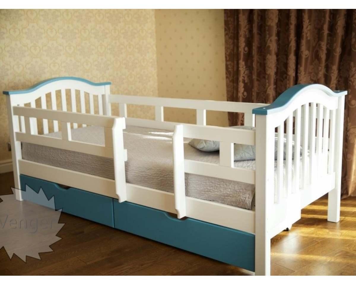 детская кровать из ольхи с бортиками от падения голубая