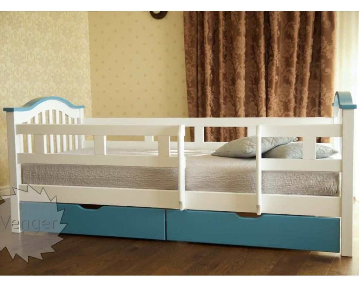детская голубая кровать из ольхи с бортиками от падения