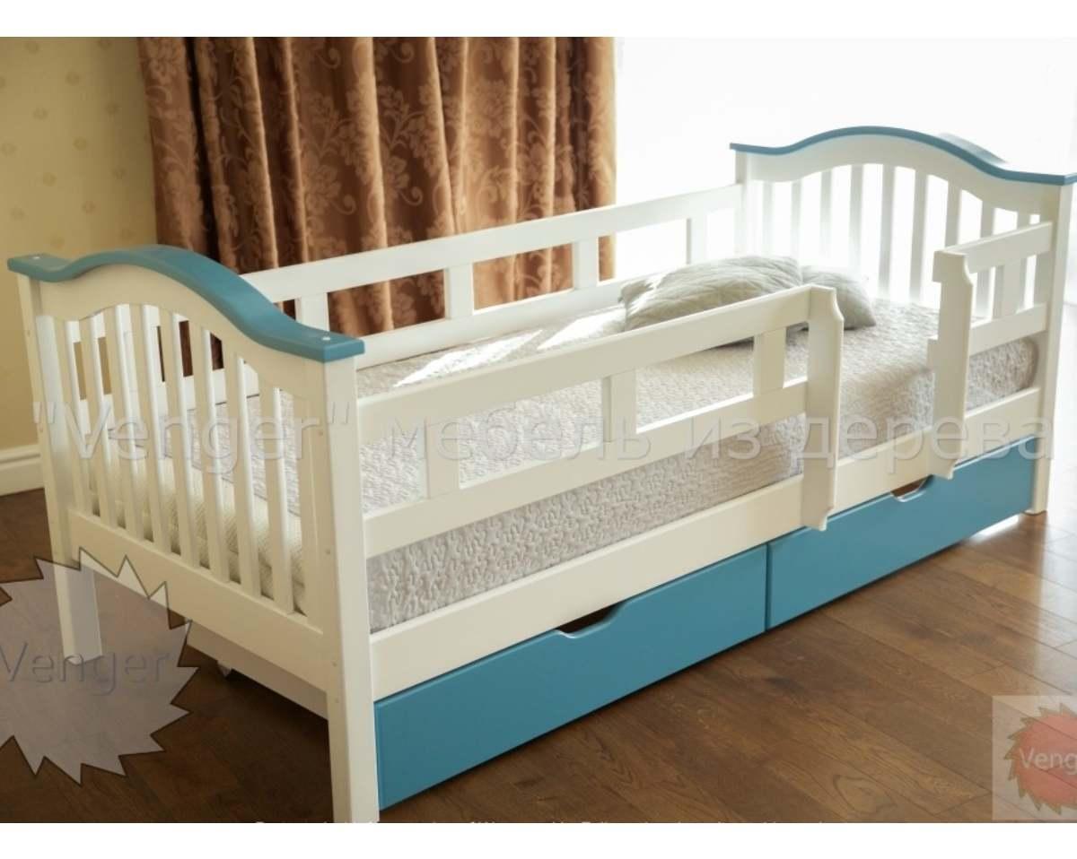 детская голубая кровать из ольхи с бортиками