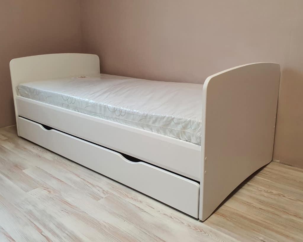 кровать в детскую белого цвета флай
