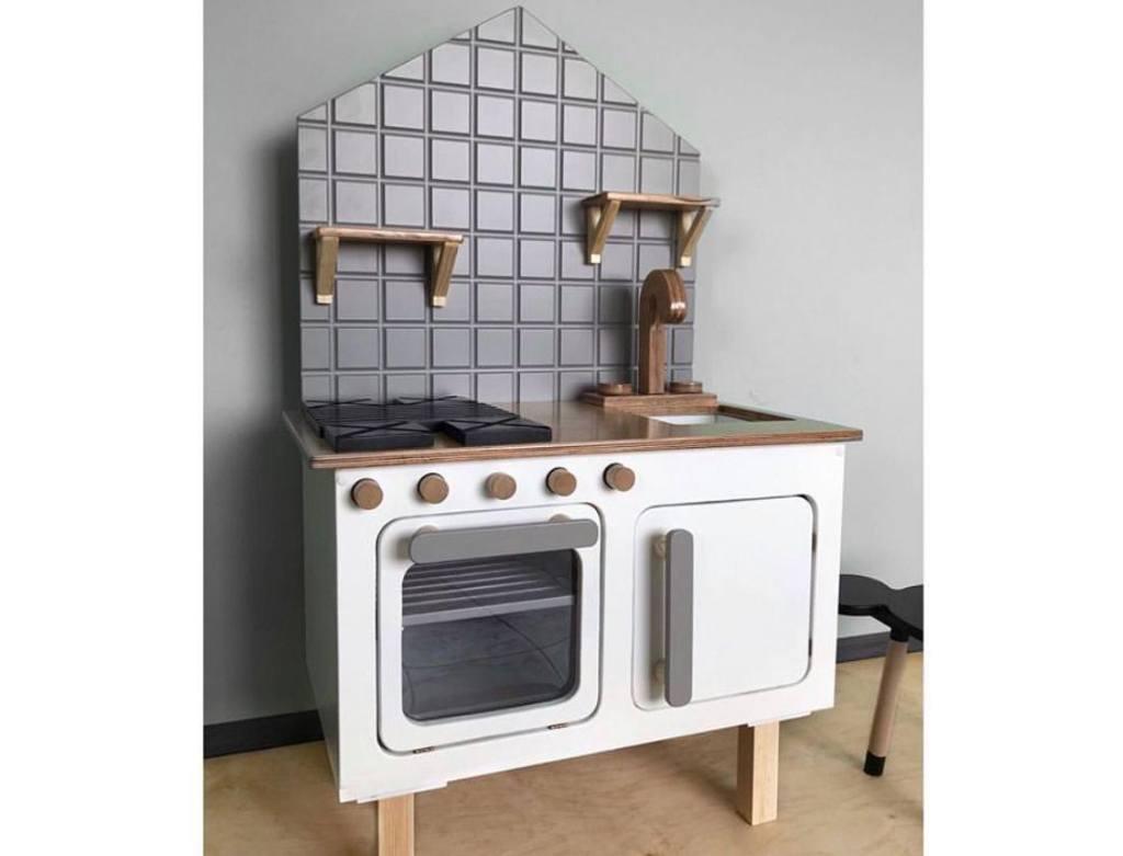 детская кухня деревянная серая