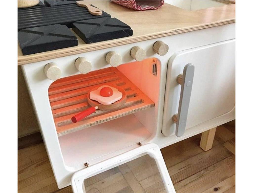 детская кухня деревянная внутри
