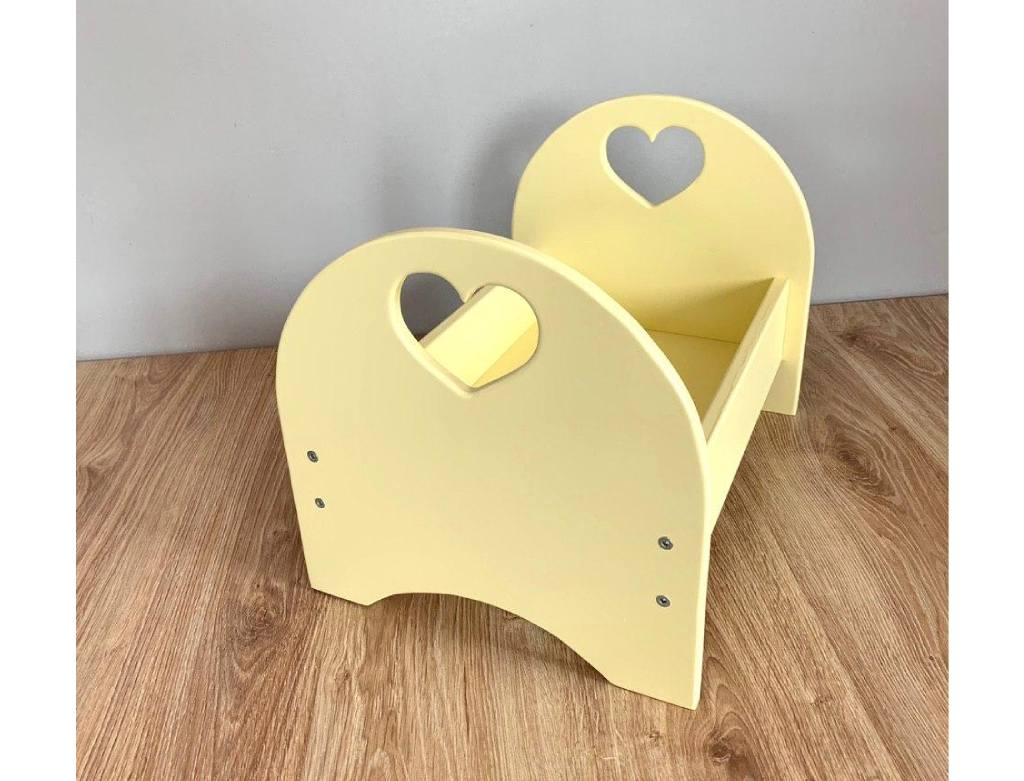 Кровать для кукол деревянная желтая