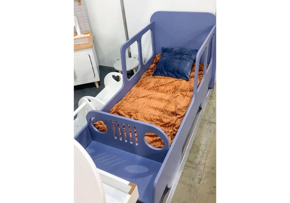 кровать машинка из мдф с окнами фиолетовая