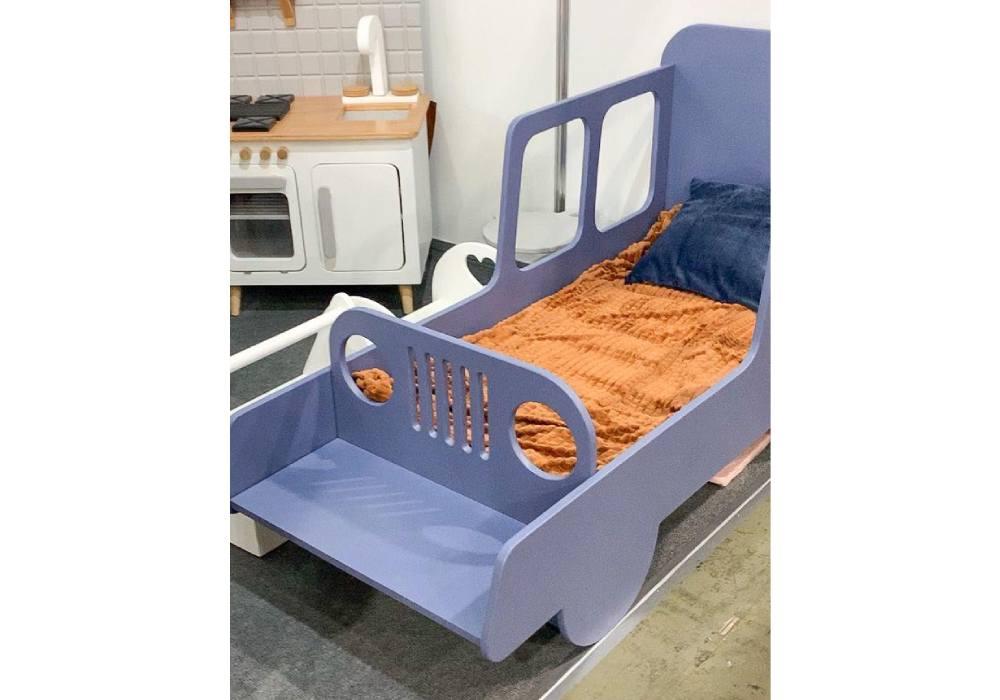 кровать машинка из мдф с окнами с лавочкой