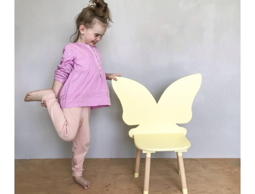 стульчик детский бабочка с ребенком фото