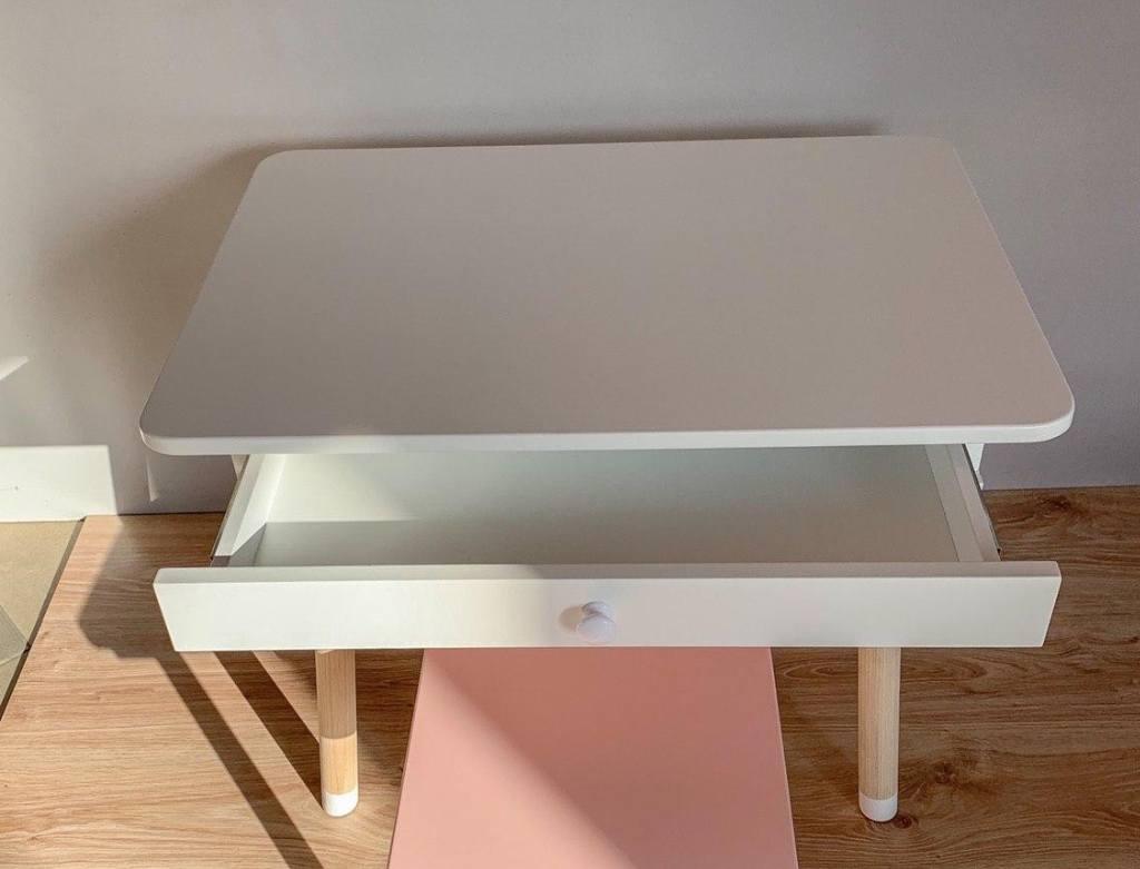 детский столик с выдвижным ящиком
