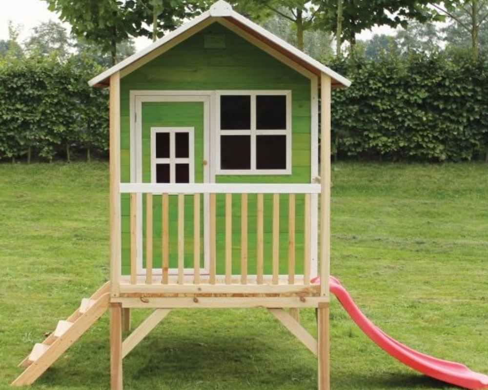 деревянный домик с горкой зеленый